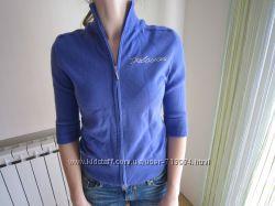 Красивый пуловер сине-василькового цвета