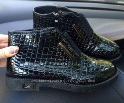 женские ботинки, лакованые