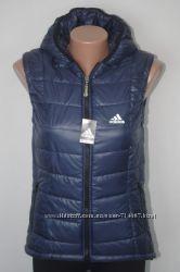Классный жилет безрукавка Adidas Из плащевки на синтепоне