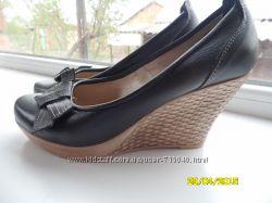 Продам красивые удобные туфли 40 р. бу натуральная кожа