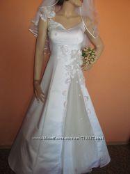 свадебное платье с нежно-розов. цветами