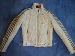 Куртка ADIDAS демисезоная. Размер SМ 36 на синтапоне. Фирменная.
