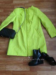 Ярко-лимонное деми пальто р-52-54