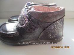 Кожаные ботинки для девочки Clarks постельке 15 см.