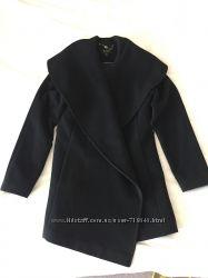 Красивое элегантное пальто