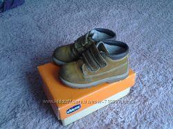 демисезонные утеплённые ботиночки chicco для маленькогл модника