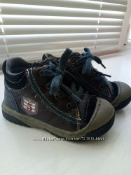 Демисезонные ботинки для мальчика р. 23 в отличном состоянии