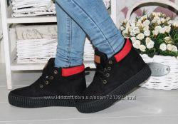 Зимние ботинки женские шнуровка на меху замшевые черные с красным