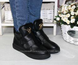 Ботинки на меху спереди лейба 2 липучки черные
