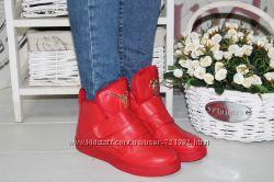 Ботинки на меху спереди лейба 2 липучки красные