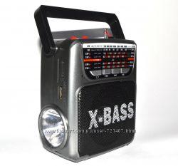 Портативное радио с LED-фонарём NNS 218U, ручка, выдвижная антенна.