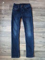 Классные стрейчевые джинсы на худенького мальчика