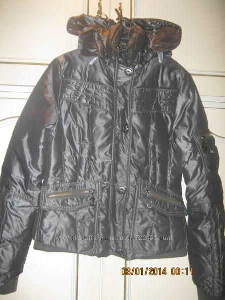 Модная куртка для девушки S