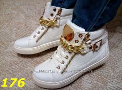 Сникерсы ботинки с золотой цепью белые черные