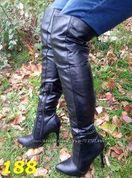 сапоги ботфорты на каблуке деми эффектные красная подошва