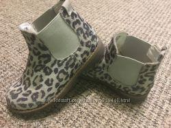 Моднячі черевички RESERVED з натуральної замші
