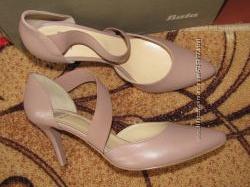 Шикарные нюдовые туфельки Bata 40й