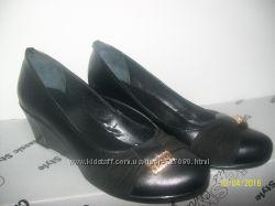 Женские туфли из натуральной кожи.