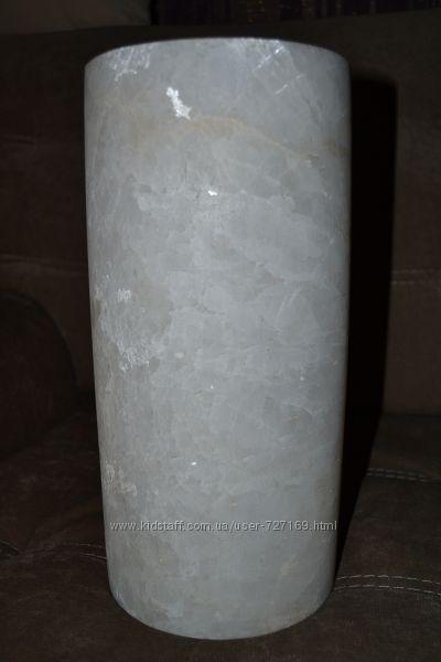 Ваза из натурального белого мрамора
