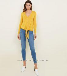 New look. Товар из Англии. Блуза с оформлением ткани узлом.