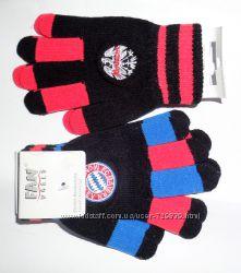 Перчатки для маленького футболиста