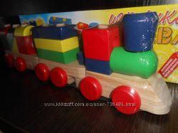 Деревянный паровоз каталка с кубиками. В наличии.
