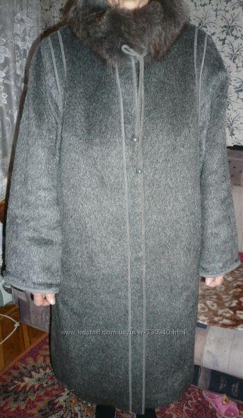 Шикарное пальто 100  шерсть с мехом Ламы