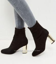 Шикарные ботиночки New Look с золотым каблучком