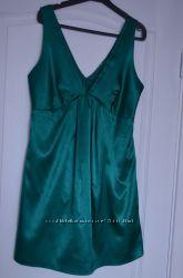 Изумрудное атласное платье для беременных