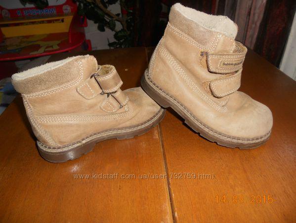 Фирменные, легкие, ботинки из натуральной замшинубук р. 25