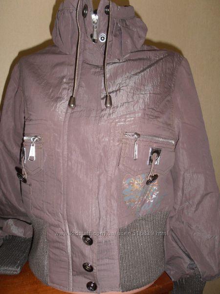 Укороченная женская демисезонная курточка.
