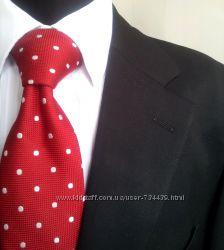 Элегантный деловой элегантный свадебный костюм черного цвета. Отличное состо