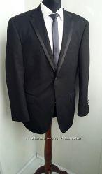 Элегантный деловой свадебный костюм черного цвета. Модель приталенная. Ра