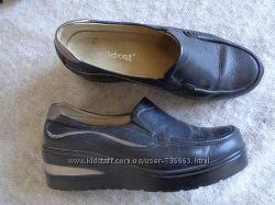 Закрытые осенние туфли р. 39