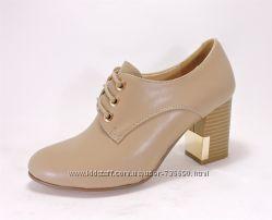 Удобные туфли на шнуровке. Бежевые