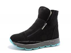 Эффектные зимние замшевые ботинки. Черные. Мята.