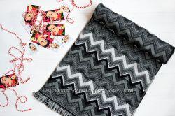 Теплый шарф палантин с интересным орнаментом