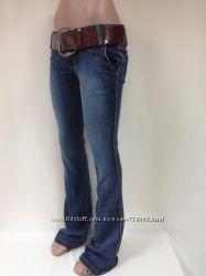Стильные джинсы клеш с поясом , 25, 26, 27,  р-р