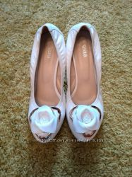 Шикарные белые туфельки, можно свадебные туфли