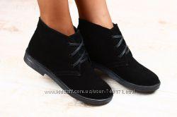 Женские замшевые ботинки. В наличии. Осень