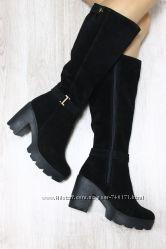 Стильные женские замшевые сапоги на устойчивом каблуке. Зима