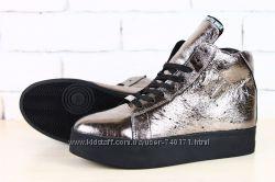 Стильные женские зимние ботинки. Бронзовые. В наличии
