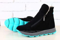 Женские зимние замшевые ботинки, на стильной подошве