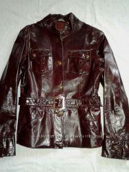 Кожанная лаковая куртка с поясом