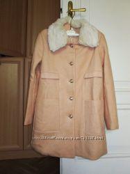 Пальто букле персиковое розовое меховой воротник