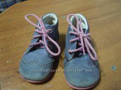 Продам очень классные легкие ботиночки на девочку.