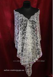 Белый кружевной платок-мантилья-накидка в церковь