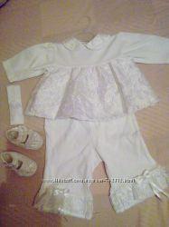 На новороджену дівчинку прекрасний костюм