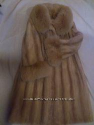 Норковая шуба с вставками песца на рукавах и воротнике