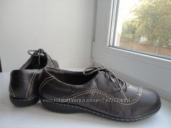 Темно-коричневые туфли Clarks. раз. 38